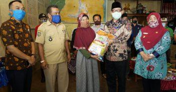 Pemeberian Bantuan JPS Secara Simbolis Oleh Bupati Kepahiang Dr.Ir.Hidayatullah Sjahid, M.M